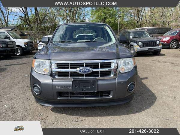 Ford Escape XLS Sport Utility 4D 2010 года выпуска